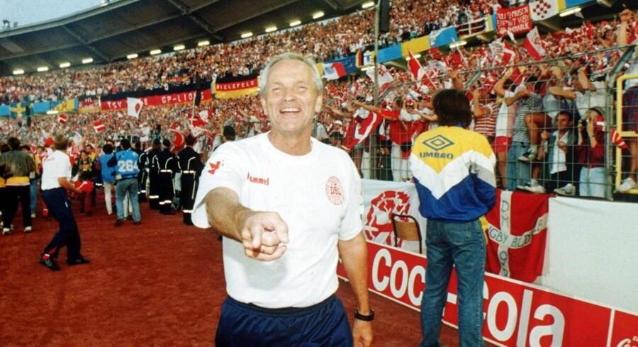 Landstræner Richard Møller Nielsen den glade aften på Ullevi Stadion, Göteborg. Danmark har slået Tyskland i EM finalen med 2-0.