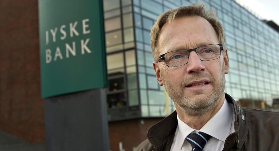 Jyske banks direktør, Anders Dam, varsler højere priser for kunder, der gør bankforretninger ved kassen og kun har en simpel konto i banken. Foto: Henning Bagger