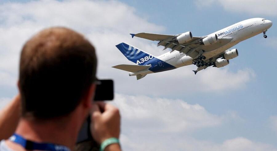 Airbus satte torsdag ny rekord med i sidste øjeblik at få en handel til 14 milliarder dollars eller næsten 92 milliarder kroner hjem ved at sælge 110 jetfly til det ungarske Wizz Air.