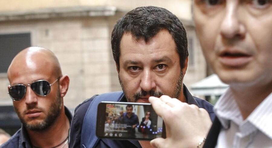 Det var ikke en officiel del af det regeringsgrundlag, Lega-leder Matteo Salvini (billedet) og Femstjernebevægelsen fremlagde, at de ville af med euroen. Flere eksperter påpeger dog, at det uanset hvad var det langsigtede mål. Ifølge præsident Sergio Materellas vurdering kunne partiernes valg af finansminister »fremprovokere Italiens exit fra euroen.«