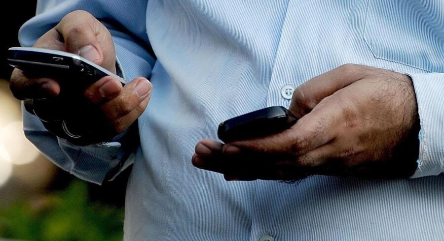 Telenor-kunder kan nu købe abonnement med ubegrænset taletid. Det er databrugen, der i stedet afgør, hvilket abonnement man skal købe. Arkivfoto: Indranil Mukherjee, AFP/Scanpix