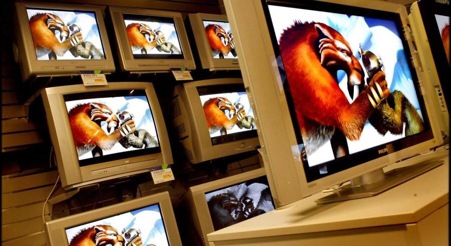 I Danmark blev alle TV-signaler 1. november 2009 omlagt fra de gammeldags, analoge signaler (som her på billedet fra 2006) til de nye og teknisk langt bedre digitale signaler. De analoge signaler skulle også have været fortid i hovedstaden Nairobi i Kenya 13. december i år, men skiftet til digital-TV er blevet udskudt i ti dage af en højesteretsdommer