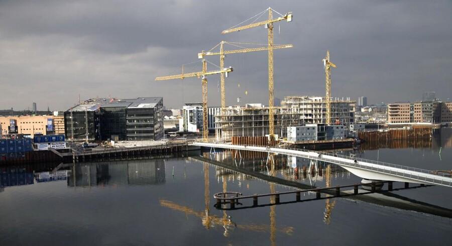På Kalvebod Brygge har Bygningsstyrelsen lige nu en 40.000 kvadratmeter stor kontorbygning i OPP-udbud. Der er kun to konsortier til at byde, efter at både Sjælsø Gruppen og Pihl & Søn er gået konkurs.