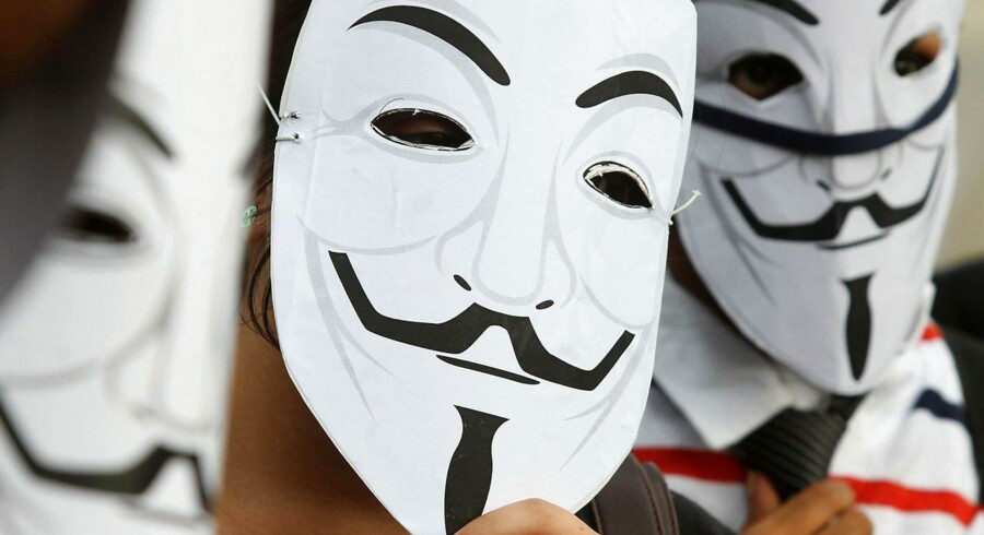 ARKIVFOTO af demonstranter iført den karakteristiske Anonymous-maske.