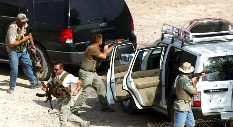 Arkivfoto fra september 2004 af private sikkerhedsvagter under en øvelse i Bagdad.