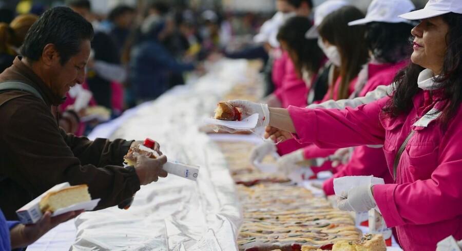 Verdens mest fedmeplagede land bortset fra nogle få stillehavsnationer er nu Mexico. Her uddeltes fredag den 3. januar den traditionelle »kongekage« til 200.000 mennesker.
