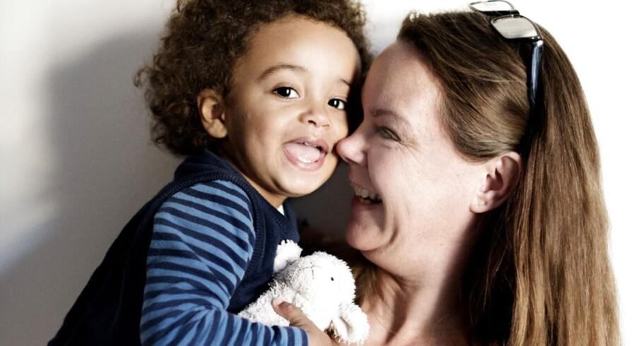 Lisbeth Rasmussen har fået sønnen Gabriel med donoræg. Ny forskning der viser, at en rugemor som Lisbeth faktisk påvirker sit barn genetisk mere end hidtil antaget. Foto: Linda Kastrup