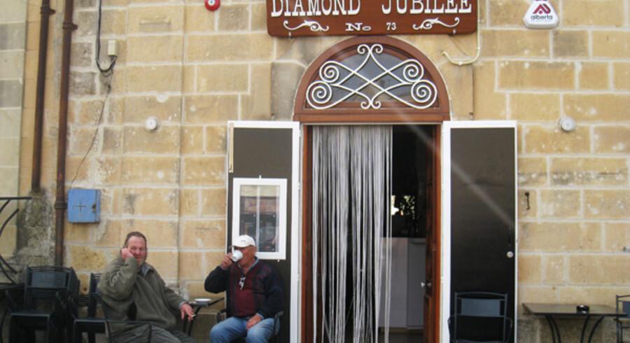 Joe Spiteri er en af de fem søskende, som står bag »Ta Mena« (Menas sted) på middelhavsøen Gozo. På farmen dyrker familien både vin, grøntsager, oliven, tomatpasta, kapers, syltetøj, og frugt i alle afskygninger.