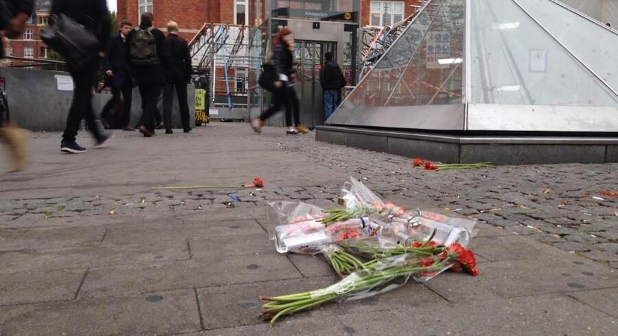 Blomster ved Amagerbro Station på Amager efter mandagens dødsfald.