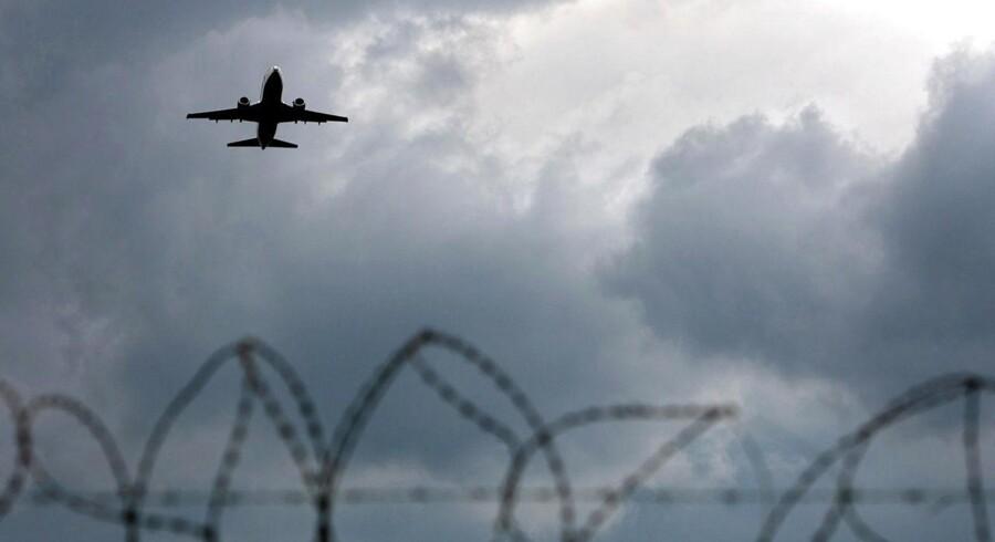 Britiske Cobham, der laver udstyr til luftfarts- og forsvarsindustrien, har landet et regnskab for andet kvartal, der har skuffet analytikerne en anelse