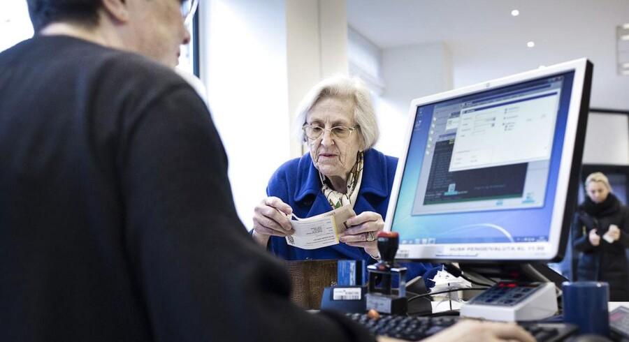De massive nedskæringer i bankerne har fået fyrings-angsten til at stige blandt de ansatte, som samtidig oplever et større og større arbejdspres. Arkivfoto.
