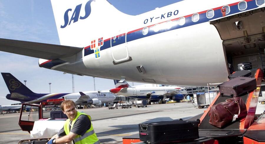 Lufthansa lancerede i sidste uge et nyt billetkoncept, hvor de rejsende nu skal betale for indtjekket bagage på de billigste rejser. I den forbindelse inførte de også et gebyer på 16 euro (120 kroner), hvis rejsen er bestilt andre steder end selvskabets egen hjemmeside. Om prisændringerne hos SAS vil ligne Lufthansas vides ikke endnu.