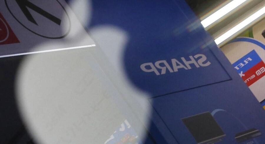 Sharp er en af tre fabrikker, som snart begynder at producere skærme til de kommende iPhone 6-modeller, som får skærme på 4,7 og 5,5 tommer. Foto: Toru Hanai, Reuters/Scanpix