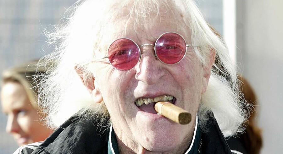 Jimmy Savile fotograferet få år inden sin død. En feteret stjerne, børnenes ven og beskytter.