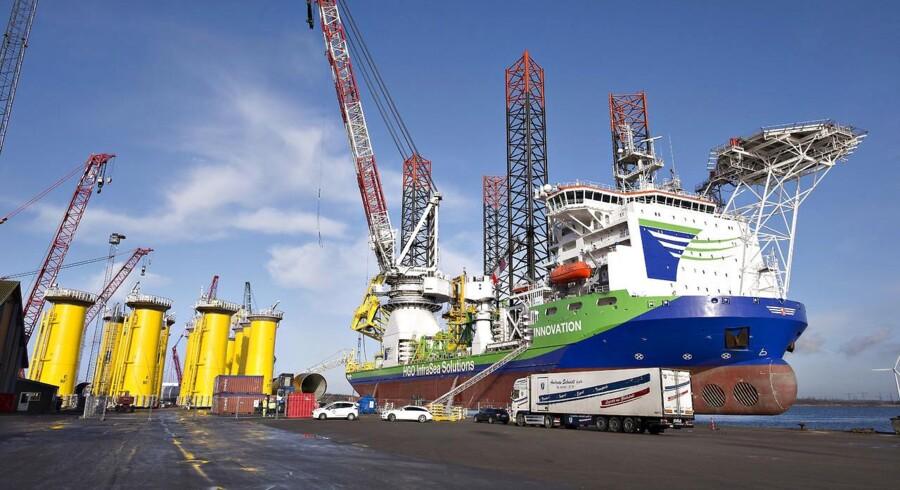 Kæmpeskibet Innovation ankommer til Bladt Industries på Aalborg Havn for at afhente de første af ialt 35 vindmøllefundamenter til Westermost Offshore Wind Farm i den engelske del af Nordsøen.
