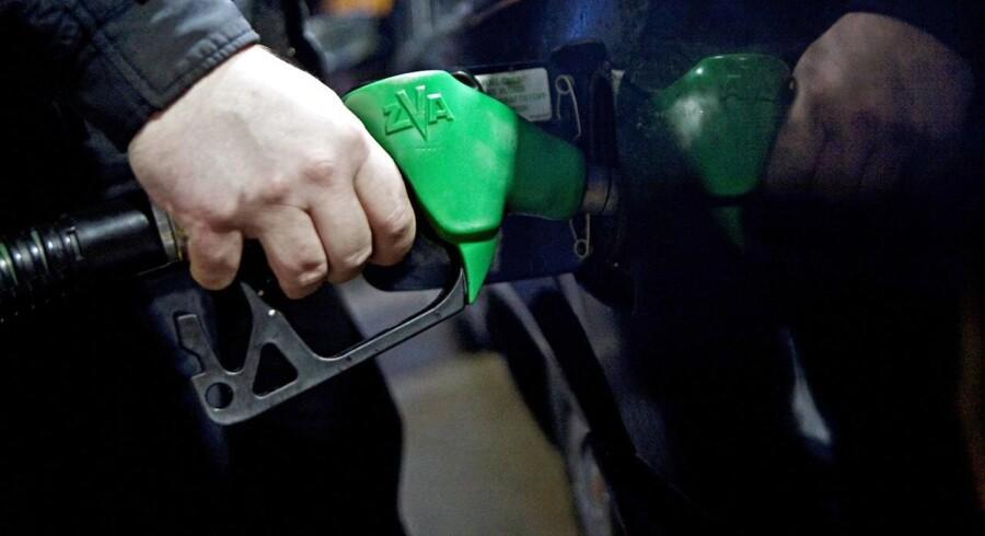 Olieprisen kommer til at falde yderligere, indtil der er tydelige forbedringer i økonomien.