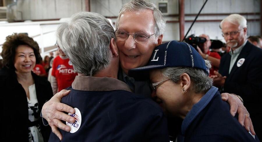 Mitch McConnell er en af de ældste republikanere i Senatet, hvor han har siddet i 30 år. For visse republikanere er dette alt for længe, og i stedet søger de en kandidat, som udstråler troskab og troværdighed, en renfærdig person.