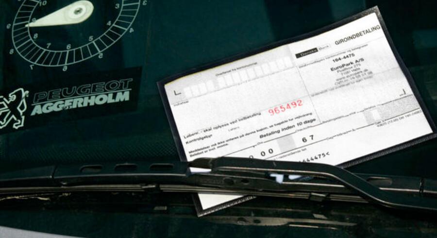 En person i Sverige skylder over 5,5 svenske kroner, eller hvad der svarer til cirka 3,7 mio. i parkeringsbøder.