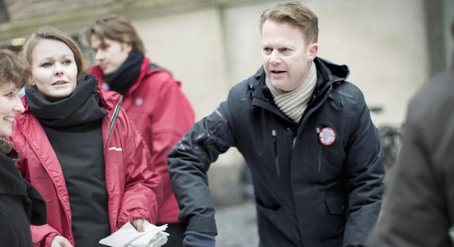 I dag, fredag den 14. februar, er der præcist 100 dage til EP-valget den 25. maj. Derfor skyder den socialdemokratiske spidskandidat, Jeppe Kofod, og den konservative spidskandidat, Bendt Bendtsen, i dag valgkampen i gang ved en fælles gågadeaktion. (Foto: Mads Nissen/Scanpix 2014)