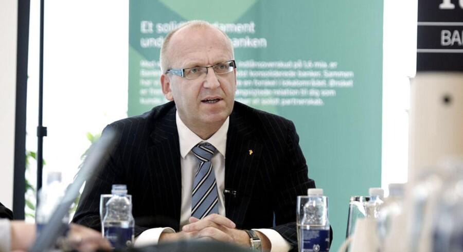 - Vi har haft en meget stærk konkurrence på Færøerne, hvor rentemarginalen er faldet meget det sidste års tid, siger Banknordiks topchef, Janus Petersen