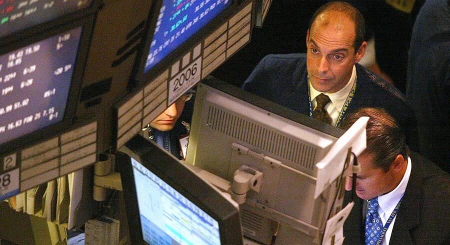 Morgenens regnskaber fra Vestas og Danske Bank fredag er med til at give det danske aktieindeks - C20 Cap - et plus, mens kollegerne i Europa vånder sig med fald på omkring 1 pct. efter pæne fald i USA og Asien natten til fredag.