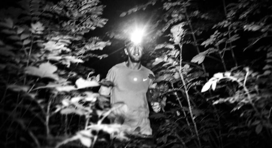 Michel Honoré løber i mørke cirka en gang om ugen. Sent om aftenen, midt om natten eller tidligt om morgenen for at nå sin træning ved siden af job og familieliv. Den 39-årige civilingeniør synes bedst om de løbeture, hvor han møder dyr på sin vej. Denne søndag nat i Søllerød Kirkeskov bød turen både på et rådyr og en ræv, en musvåge og en flok flagermus.