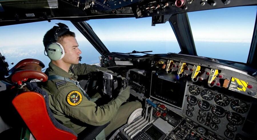 Den intense søgning efter det forsvundne fly fra Malaysia Airlines involverer over 20 lande, flere satellitter og snesevis af skibe og fly, der har gennemsejlet og overfløjet arealer på flere millioner kvadratkilometer.