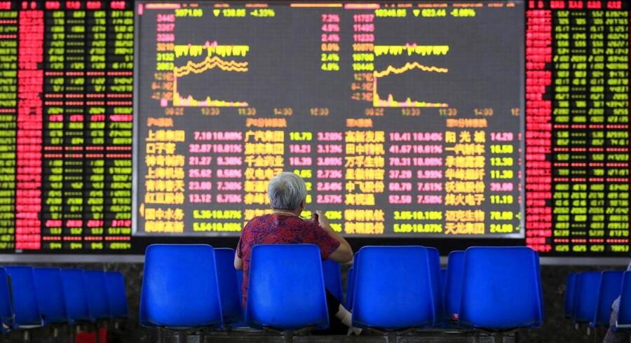 Tirsdag lancerede den kinesiske centralbank en række nye tiltag udtænkt til at sætte skub i økonomien og stoppe blødningen på landets børser.