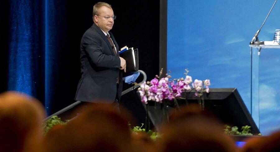 Nokias topchef gennem to og et halvt år, canadiske Stephen Elop, møder nu voksende kritik fra Nokias investorer for den udeblevne succes med Windows Phone-telefonerne. Her gør kan klar til sin tale på generalforsamlingen i Helsinki tidligere på ugen. Foto: Markku Ojala, EPA/Scanpix