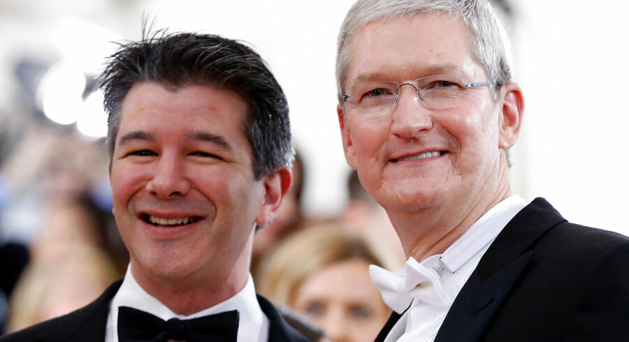 """Apple CEO Tim Cook and Uber CEO Travis Kalanich (L) arrive at the Metropolitan Museum of Art Costume Institute Gala (Met Gala) to celebrate the opening of """"Manus x Machina: Fashion in an Age of Technology"""" in the Manhattan borough of New York, May 2, 2016. REUTERS/Lucas Jackson"""
