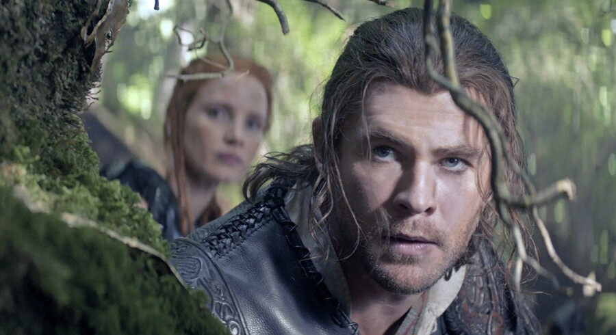 Chris Hemsworth er blevet forfremmet fra »Snow White and the Huntsman« til »The Huntsman: Winter's War«. Jessica Chastain er ny på rollelisten.