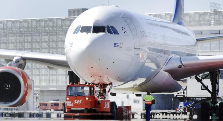 Der er godt sug i de to motorer i en Airbus A330. Her et foto af en af SAS' fly af typen i Stockholms Arlanda-lufthavn.