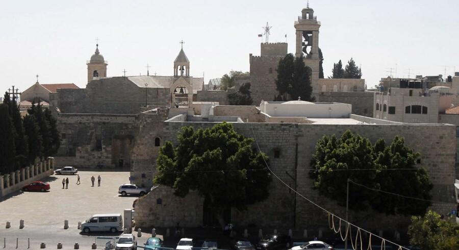 Fødselskirken i Betlehem, som kristne tror er stedet, hvor Jesus blev født i byen Betlehem. Mindre end et år efter at have fået medlemskab i UNESCO har palæstinenserne fået anerkendt kirken som en verdensarv ved en afstemning i UNESCO.