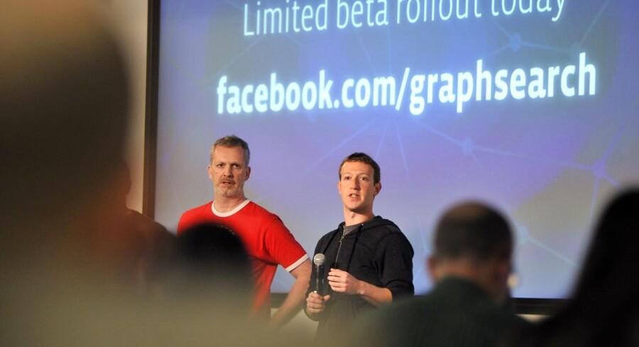 Mark Zuckerberg sammen med danske Lars Rasmussen, der har drevet udviklingen af søgemaskinen.