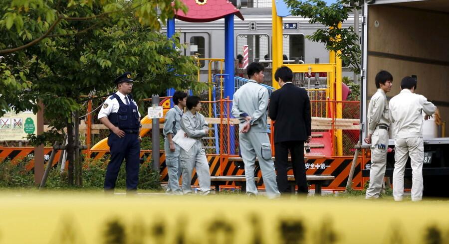 Myndighederne har fredag afspærret en legeplads i Tokyo, efter der er blevet konstateret meget høje koncentrationer af radioaktivitet på stedet.