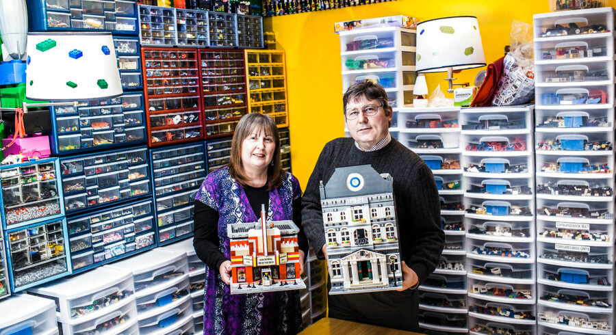 Richard Schamus har samlet LEGO siden han var dreng - nu er samlingen sirligt sorteret med konen, Linda Schamus' hjælp. Der er en månedlig post i deres budget dedikeret til Lego.