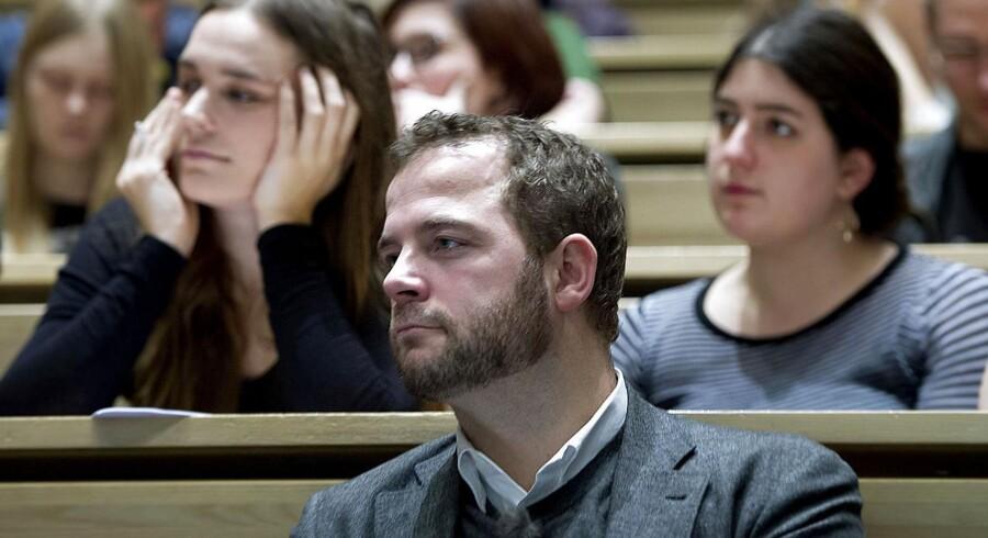 Morten Østergaard (R), der er minister for forskning, innovation og videregående uddannelser var tidligere på dagen på besøg på Panum Instituttet på Københavns Universitet. Ministeren har netop besluttet at udskyde den såkaldte fremdriftspakke, der skal få de studerende hurtigere gennem uddannelsen.