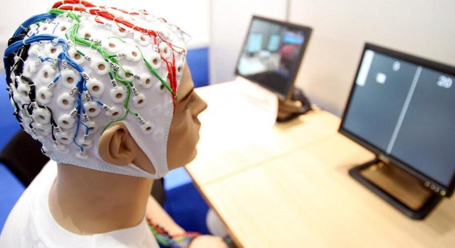 Fraunhofer eksperimenterer også med computersystemer, hvor man kan skrive med hjernen - uden brug af tastatur.
