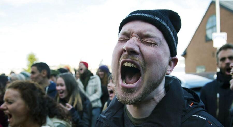 Demonstranter skreg i går uden for FNs klimapanels møde i Stockholm for at få politikerne til øjeblikkeligt at gøre noget ved klimaændringerne.