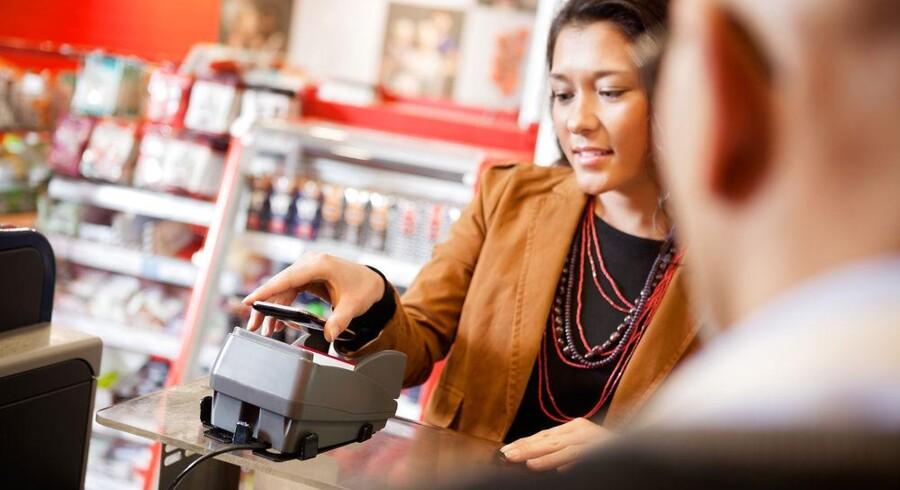Nye mobilbetalere, der præsenterer for valget mellem SMS, QR-koder og NFC-teknologi som betalingsteknologi, vælger i første omgang SMS. Når de har testet teknologierne, vælger de NFC, viser dansk brugerstudie. Foto: Iris / Scanpix