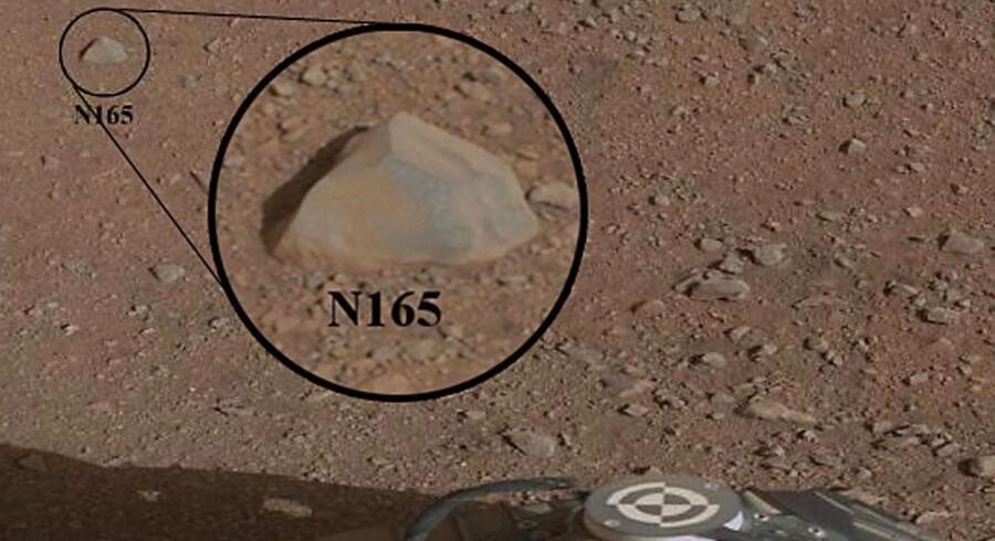 Billedet fra NASA viser den første sten, som Curiosity skal undersøge.