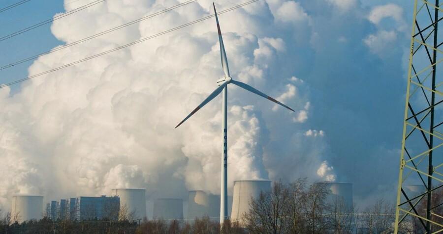 Hvis CO2-udledningen ikke reduceres, venter der ifølge rapporten en temperaturstigning på 3,7-4,8 grader.