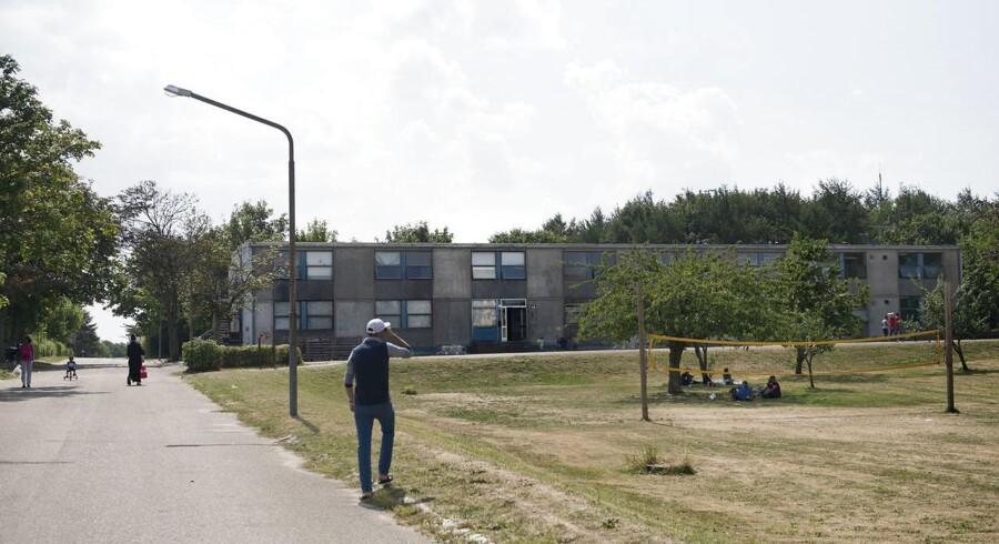 Centeret Auderød står overfor at blive lukket som asylcenter, men foreløbig er lukningen udskudt en måned.