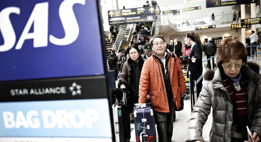 Strejken hos SAS fortsætter i Københavns Lufthavn, efter kabinepersonalet har nedlagt arbejdet, i protest mod at SAS flytter folk over på en dårligere overenskomst i et datterselskab.