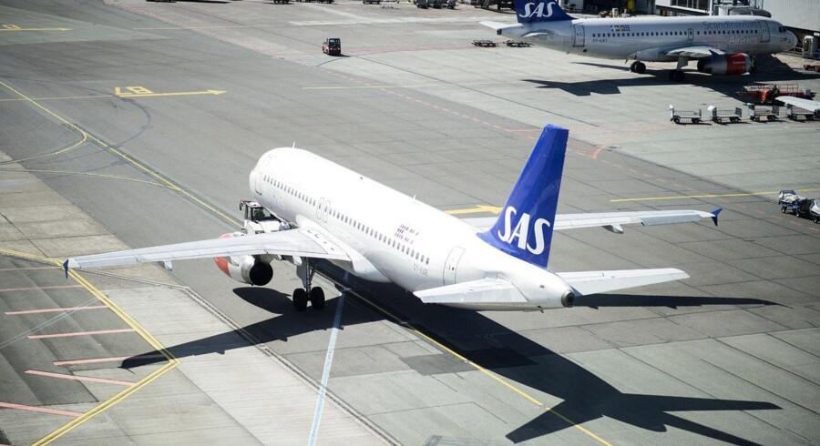 Et SAS fly på vej fra gaten til landingsbanen i Københavns Lufthavn.