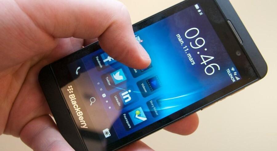 BlackBerry Z10 har et helt nyt operativsystem, hvor det hele fungerer via fingerswipes. Foto: Finn Jarle Kvalheim, amobil.no