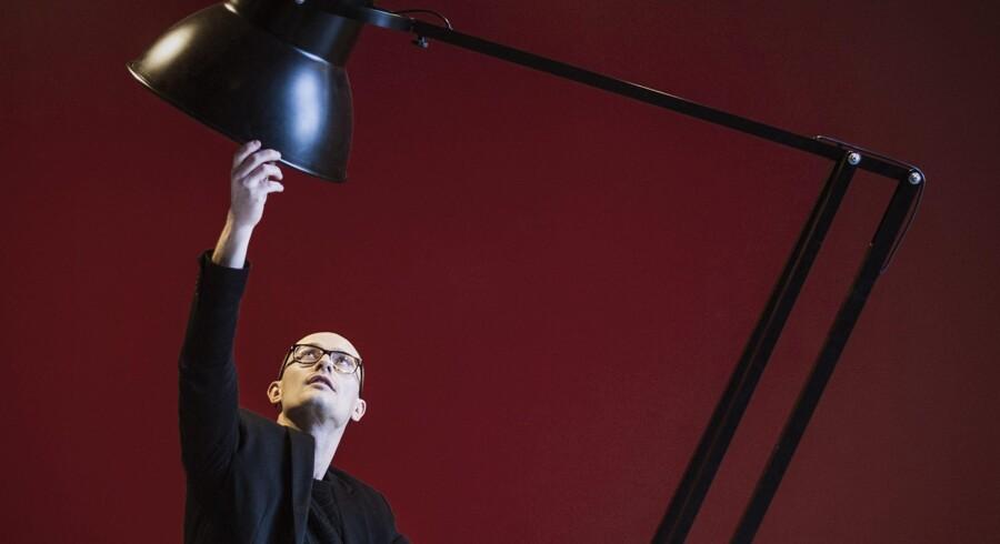 »Jeg kunne godt tænke mig noget praksisorienteret og fleksibelt,« fortæller Anders Reinholdt om sine overvejelser, da han skulle vælge uddannelse. Valget faldt på den toårige uddannelse til E-designer på Københavns Erhvervs Akademi