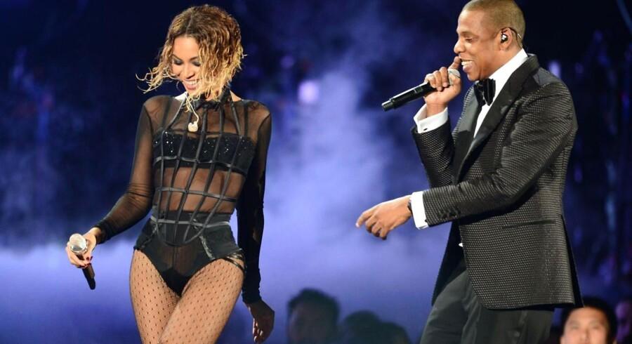 1. pladsen går i stedet til den amerikanske sangerinde Beyonce, der også har den ære at toppe den samlede top 100 over berømtheder. Hendes mand Jay-Z ligger også højt på listen.