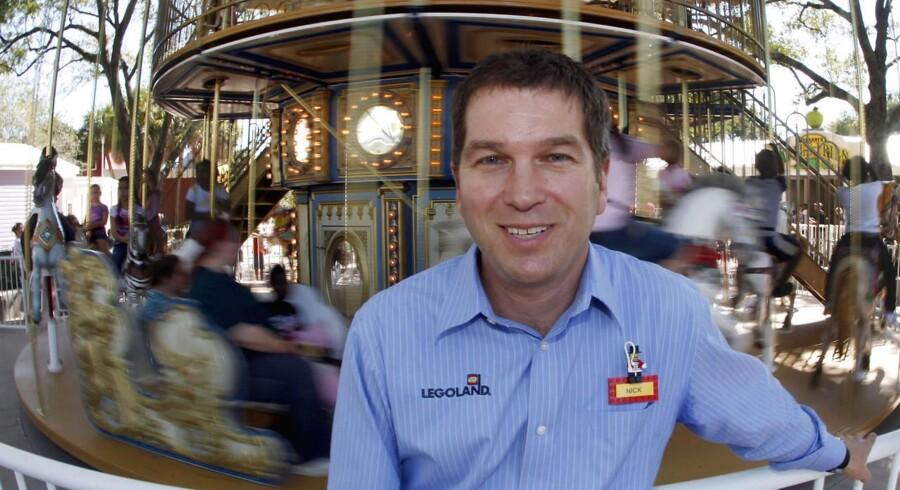 Nick Varney i en af de 99 forlystelsesparker, han er herre over - Legoland i Winter Haven, Florida.