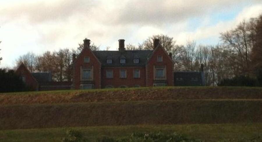 Steen Gude og hans partnere har oparbejdet gæld for 83 millioner kroner i »Enrum Slot« der ses på billedet her.